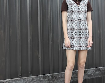 1970's 'R & K Knits ' Brown and White Knit Mini Dress with Peter Pan Collar