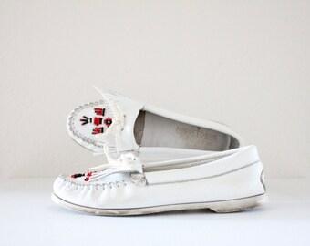 Vintage Minnetonka White Leather Beaded Moccasins Sz 9