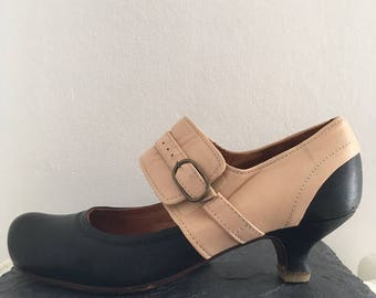 Two-Tone heels // 20s Style in pink and black leather// Women shoes