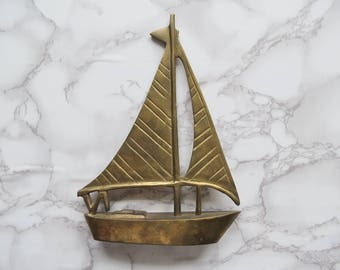 Vintage Brass Sailboat // Nautical Coastal Figurine Paperweight Mid Century Modern Hollywood Regency Knickknack Ship Boat Beach House Decor