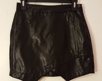 BLACK LEATHER SKIRT // 90's Mini Skirt Size M Faux Front Pockets She In Raver Goth Punk Witch
