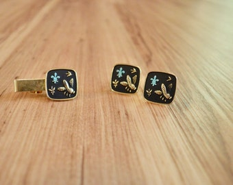 1950s Bee and Fleur de Lis Tie Clip Cufflink Set, Gold Tone Napoleonic Bee Jewelry, Matching Tie Bar and Cufflinks, French Empire Accessory