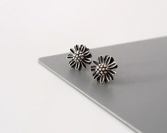 Silver Daisy Stud Earrings - Tiny Flower - Stud Earrings - Oxidized Sterling Silver