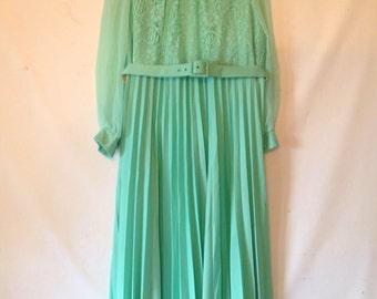 plus size dress mint green dress 1970s 70s VTG dress XXL dress XXL green dress long sleeve dress womens plus size dress pleated dress