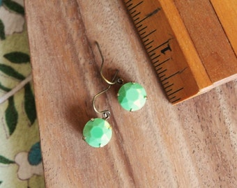 vintage glass earrings - green