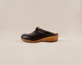 70s navy lace up clogs / wooden clogs / leather clogs / navy blue clogs / 70s clogs / swedish clogs / made in sweden / bohemian / platform