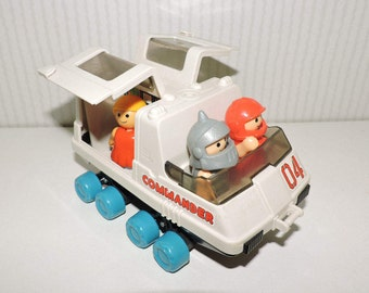 """1984 Playmates Space Station Command Toy Vehicle and Figures """"Commander 04"""""""