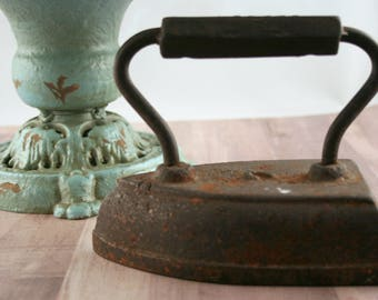 Antique Sad Iron, Cast Iron Flat Iron, Geneva Antique Iron, Vintage Iron, Primitive Decor, Farmhouse Chic Decor