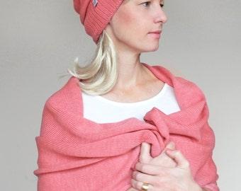 Breite, rosa Decke,  Strickschal, Stola aus leichter, weicher Merinowolle