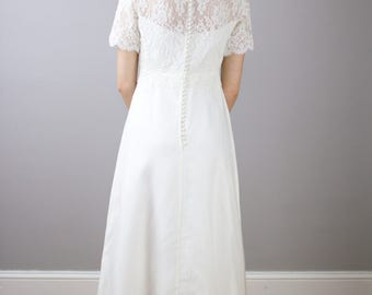 Maurer Original Designer wedding gown / 1960's / vintage / lace / xs / s / detachable train