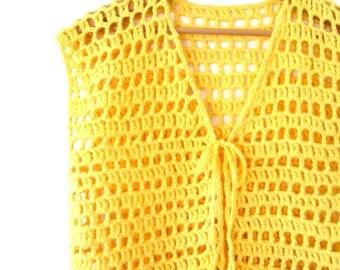 Vintage 1970s Yellow Crocheted Knit Vest Sz M