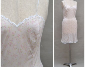 Vintage slip, 60s / 70s pink floral slip, sheer nylon petticoat with lace trim, Body conscious / skinny fit silhouette, Lingerie / underwear