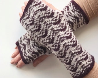 ladies knitted fingerless mitts, fingerless gloves, knitted arm warmers, wrist warmers, lambswool mittens, knitted lambswool wrist warmers