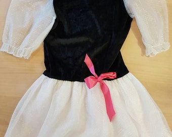 Vintage girls party dress. Size 8, Made in Canada.
