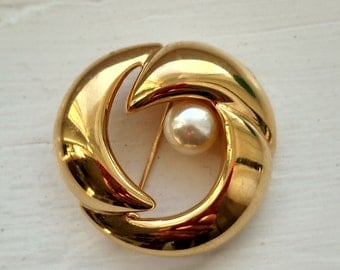 Vintage Napier gold brooch with pearl