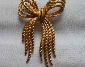 Vintage NAPIER Gold Tone Wide Bow Brooch with Safety Clasp