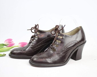 Vintage 90s Dark Brown Leather KENNETH COLE Heeled Oxfords / 1990's Heeled Shoes / Wingtip / Lace Up Heels / Women's US Size 6