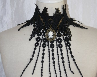 Collier [tip] - black Rose with skull cameo