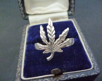 Silver cannabis leaf ring - 925 - sterling silver - UK Z - US 12.75