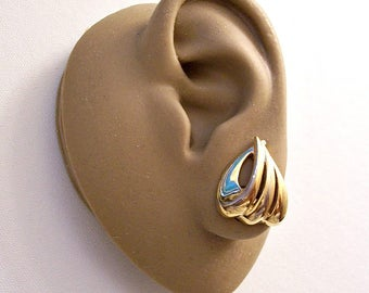 Monet Curved Open Ribs Clip On Earrings Gold Tone Vintage Triangles Puffed Bands Polished Finish Comfort Paddles