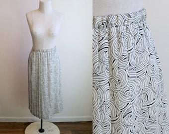 High Waisted Pleated B&W Skirt