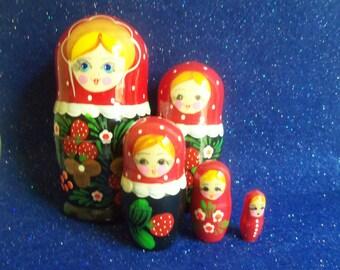 Russian Nesting Dolls - Wooden Matryoshka