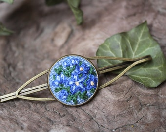 Forget me not hair pin.Embroidered hair clips.Periwinkle. Blue Flowers pin. Flower hair pins. Blue Floral hair accessories. Bobby pin bronze