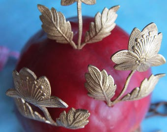 6 Vintage Brass Flowers ..Hightly Detailed