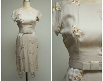 Vintage 1950s Dress • Sugar and Spice • Neutral Embroidered Rayon Linen 50s Sheath Dress Size Medium