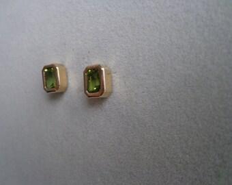14ky gold, peridot stud earrings.