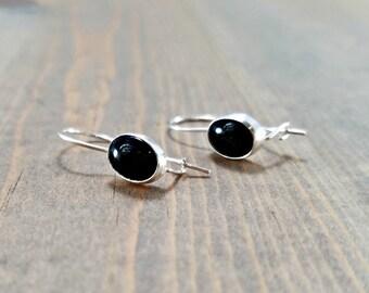 Black onyx earrings, kidney wire earrings, lightweight earrings, dainty black drop earrings, black stone earrings, everyday jewelry