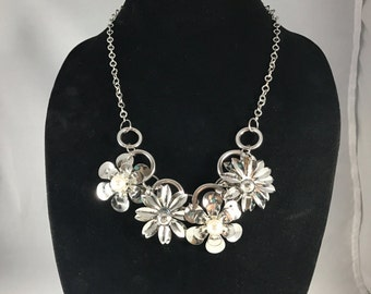 Bright Flower Necklace - Metal