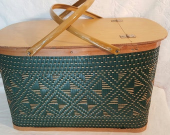 Green Wicker Picnic Basket, Redmon Hawkeye Style Outdoor Carry Basket, Camping Basket with hinged lid and handles,Green Wicker,Outdoor Style