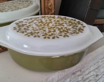 Vintage Pyrex Casserole Dish 1950s