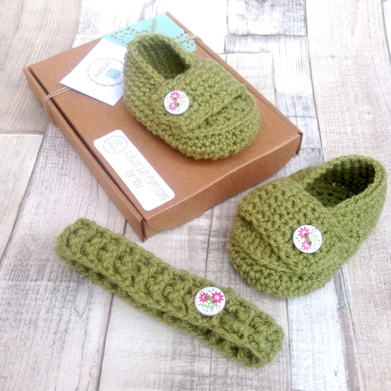Crocheted booties, baby shoes, girls shoes, loafers, apple green, headband and matching booties, gift set, baby girl, crochet bootie set