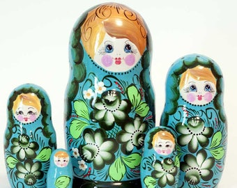 Nesting dolls Pions on Green. Russian matryoshka doll with flowers - kod545p