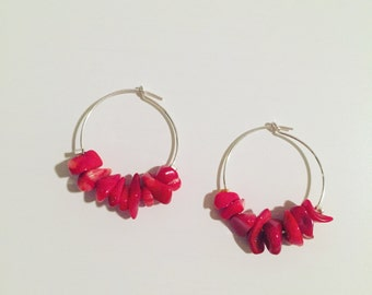 Creole earrings silver with beads in red chips