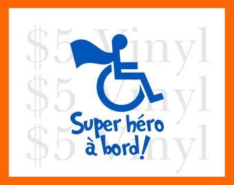 Super héro à bord! MOYENNE ou GRANDE Autocollant de vinyle, héros fauteuil roulant besoins spéciaux incapacité, Handicap décalque de fenêtre