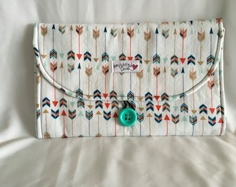 Changing Pad Clutch-white with colorful arrows