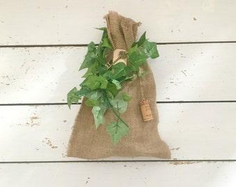 Ivy decorated Rustic Burlap Wine Bag, Brown Hessian Bottle Bag, Wine Bottle Gift Bag, Burlap Bottle Bag, Rustic Wine Bottles, Hessian Bags