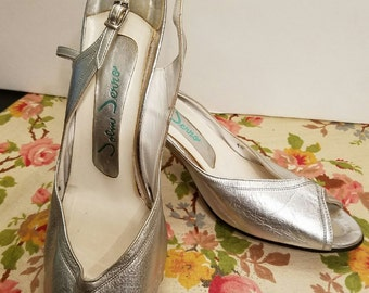 Vintage john jerro peep toe silver leather spike heel sling back pump  size 9.5 narrow