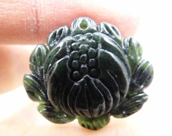 Natural Hand-Carved Flower Chaniese jade Pendant Green color Freeform shape. 27x25 mm.