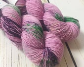 Solo Fingering / Boysenberry / Speckled Yarn