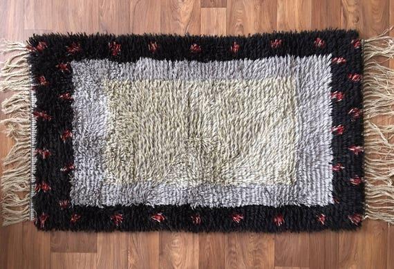 Swedish vintage ryamatta rug pure wool circa 1970's grey and red decoration