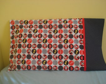 Minnie Mouse Pillowcase in Red and Black