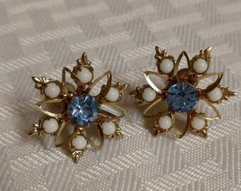 Vintage Screw Back Earrings Fleur de Lis Accents