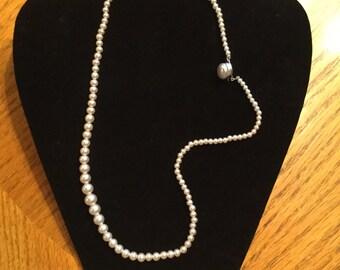 Vintage Graduating Pearl Necklace     Pearl Cabochon Clasp   Single Strand