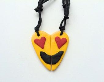 Emoticon whatsapp, enjoi, collar necklace best friends, friendship