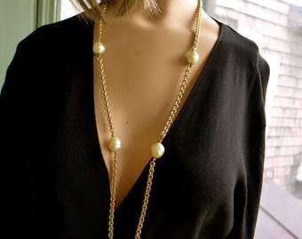 """Vintage Couture  Gold Tone Chain and Large Pearls Long Necklace 5""""R"""