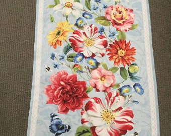 Floral fabric Floral quilt fabric Floral cotton fabric Rose fabric Garden fabric Spring fabric Flower fabric panel Butterfly. Bee. Dragonfly